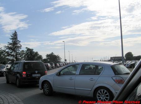 Karrebæksminde: Indkørsel til P-plads spærres.
