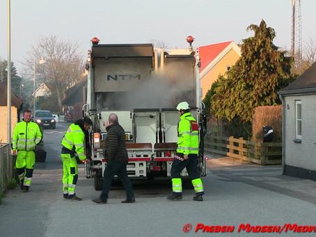 Ild i skraldebil i Karrebæk.