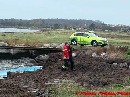 Livløs person fundet i drivende jolle i Karrebæksminde.