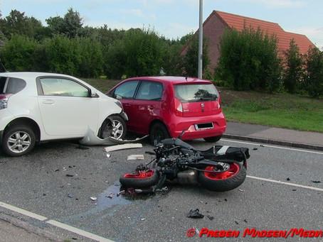 Motorcyklist i kritisk tilstand efter uheld i Vallensved mellem Næstved og Slagelse.