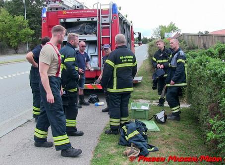 Uheldig omgang med ukrudtsbrænder satte ild i carport