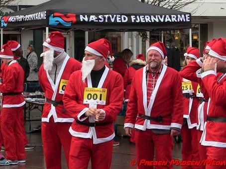 Næstved blev søndag invaderet af store og små julenisser.