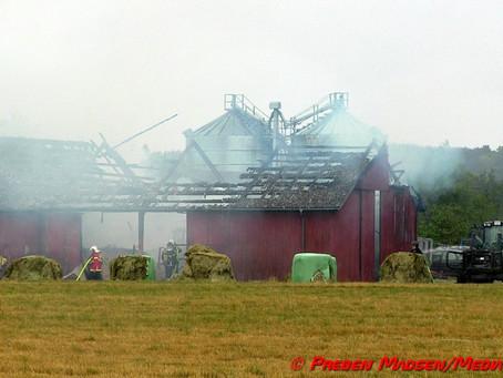 Ladebygning i Tyvelse ved Glumsø delvis nedbrændt.
