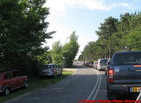 Varmt vejr giver trafikkaos i Karrebæksminde.