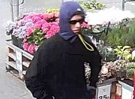 Ung mand efterlyses for røveri