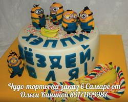 Торт с миньонами