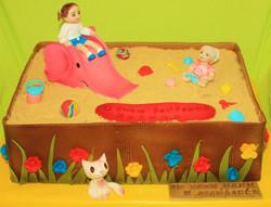 Торт сестренки в песочнице