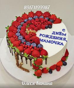 Торт маме с ягодами