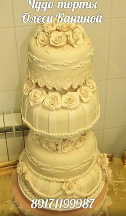 Многоярусный торт на свадьбу