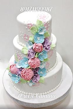 Нежный торт с пионами