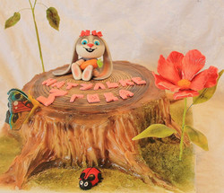 Торт милашка-зайка на пеньке