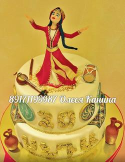 Торт с фигуркой на свадьбу