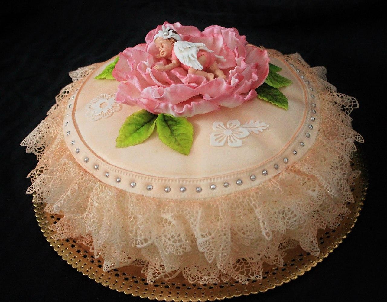 тортик малышка в цветке на подушке