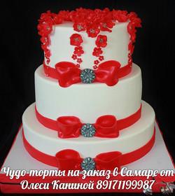 Бело-красный торт на свадьбу