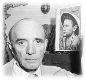 Edgar Maufrais devant le portrait de son fils