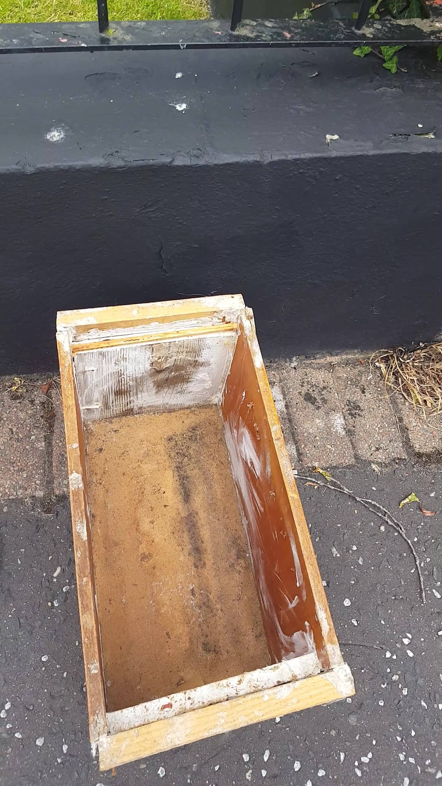 A swarm of honeybees safely removed and given to a local bee keeper whos very glad to get them...Any pest problems give me a call on 07759068929. Please like and share.