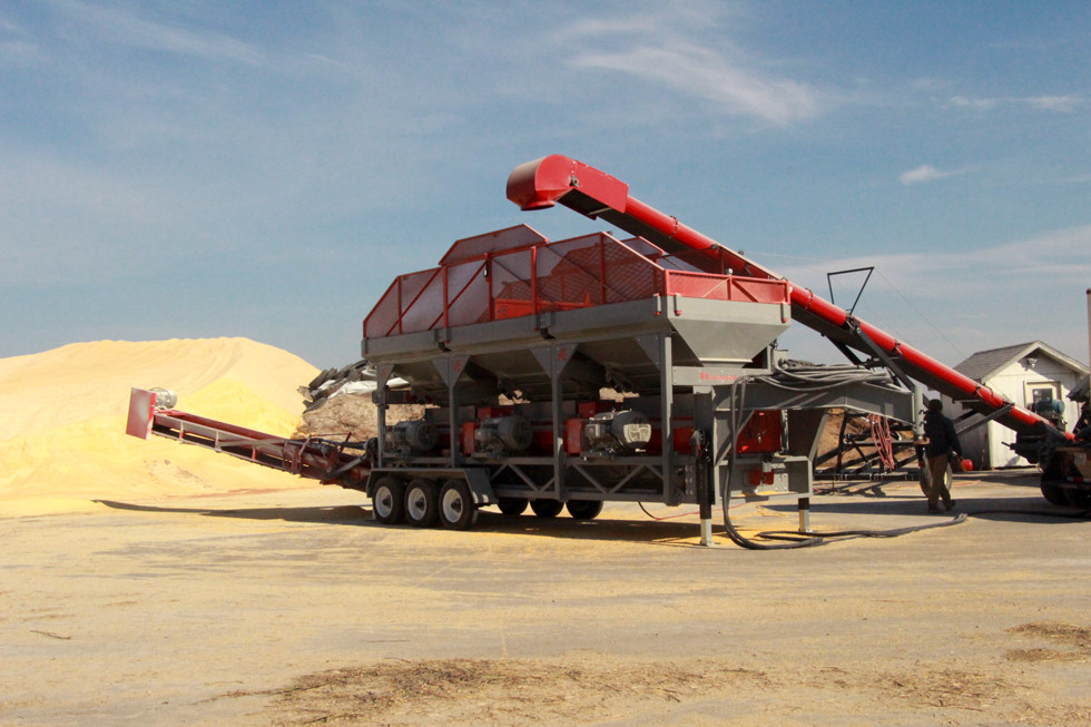 A large capacity Automatic roller mill processing high volumes of grain