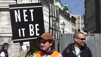 Protest proti uničenju interneta v EU, ki ga organizira Piratska stranka; Prešernov trg, LJUBLJANA
