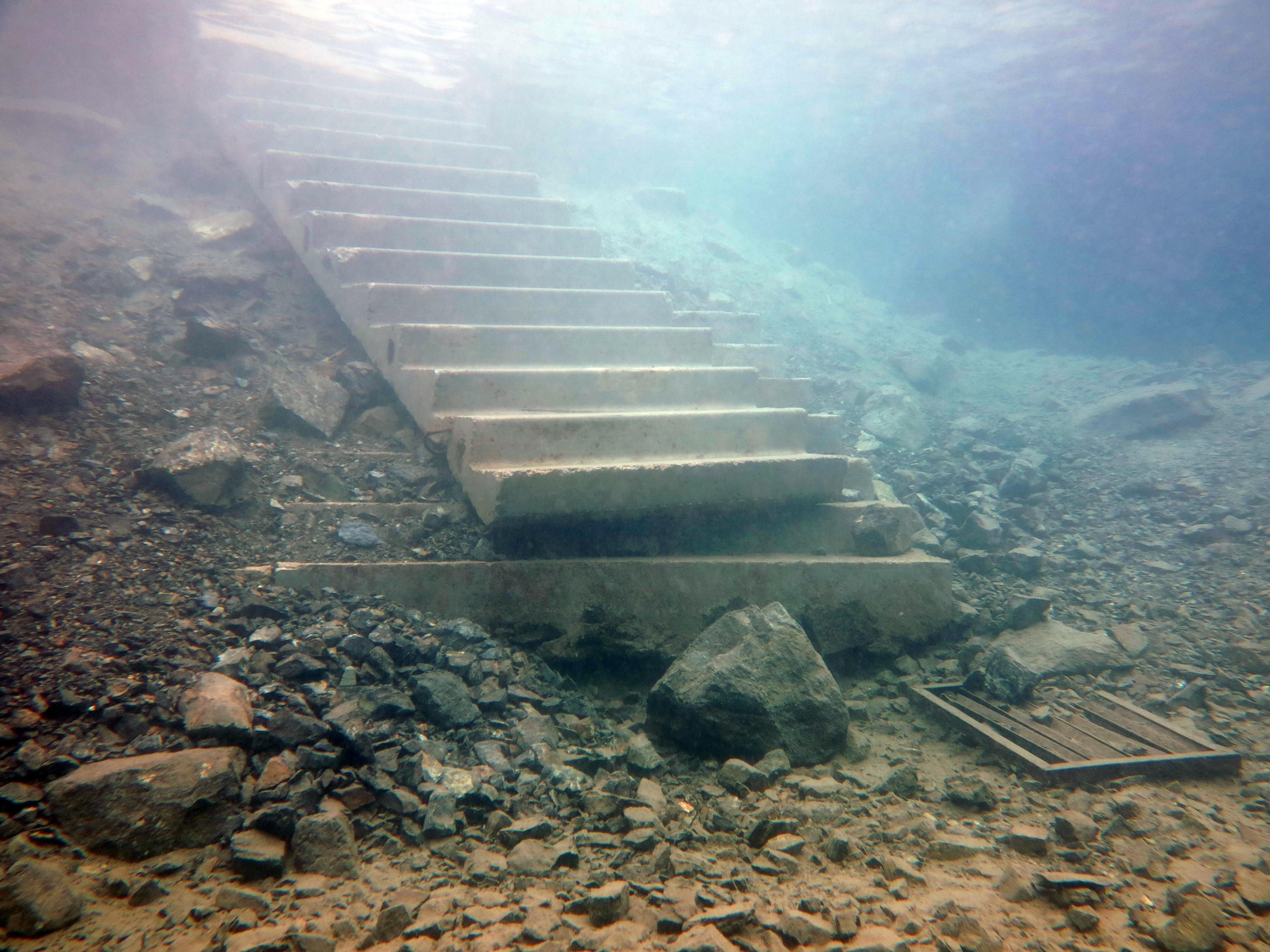 Подводная лестница