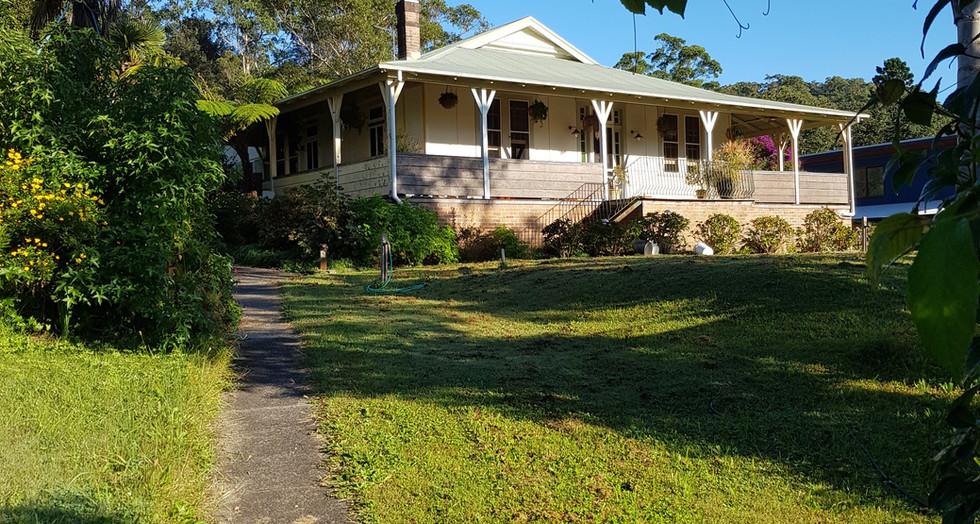 Approaching Bellbird House