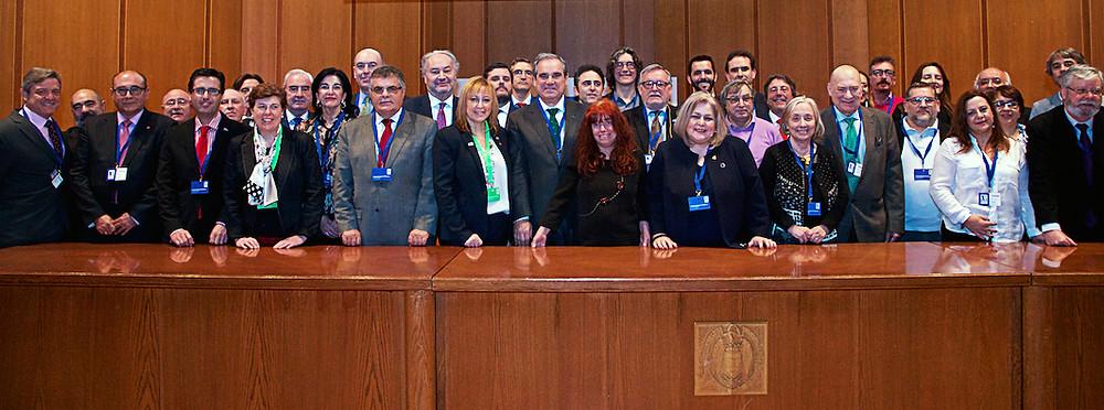 Presidentes y decanos de corporaciones profesionales en el I Congreso Nacional de Profesiones