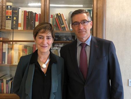 La nueva presidenta de Unión Profesional se reúne con D. Vicente Gambau para tratar los ejes fundame
