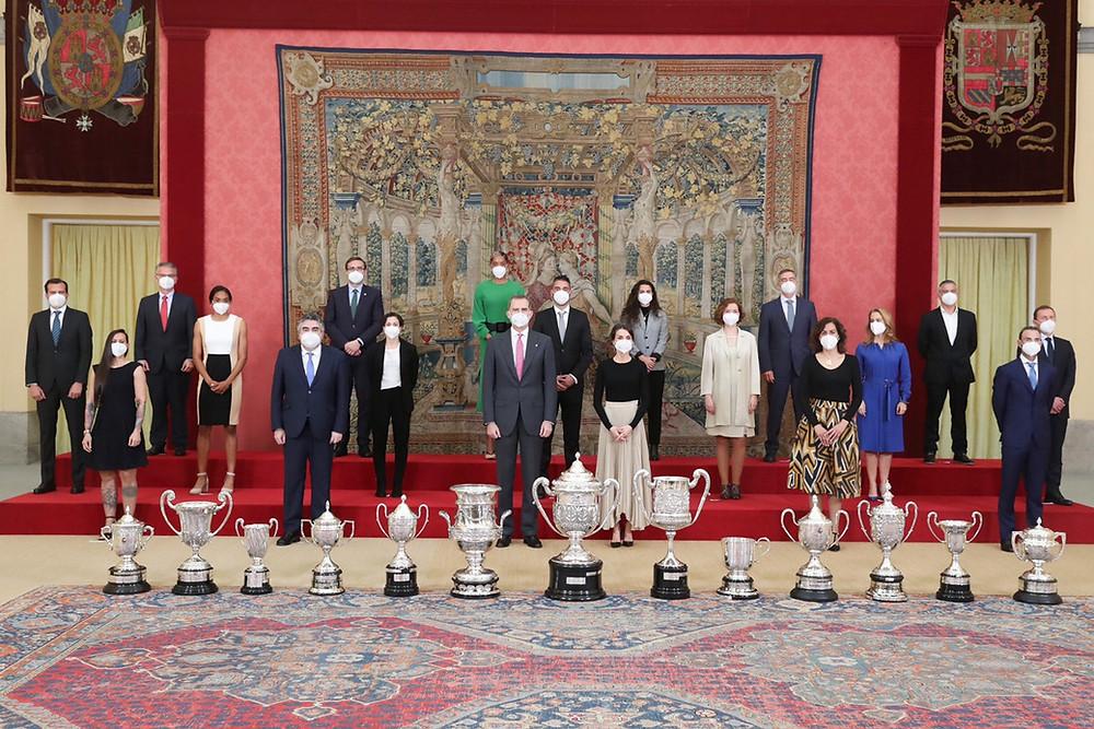 Todos los galardonados en los Premios Nacionales del Deporte 2018, junto con los Reyes, el Ministro de Cultura y Deporte y la Presidenta del CSD.