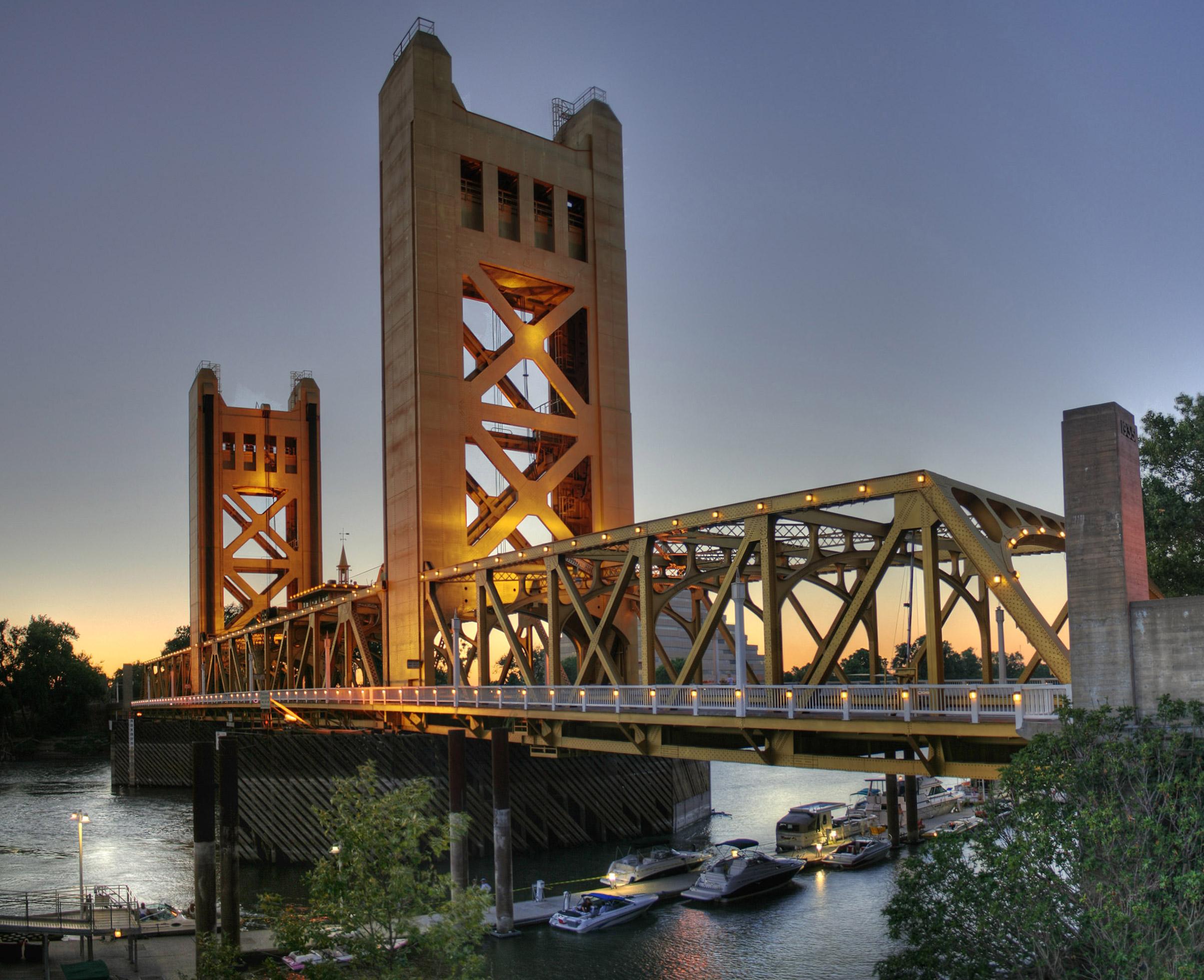 Tower_Bridge_Sacramento_edit