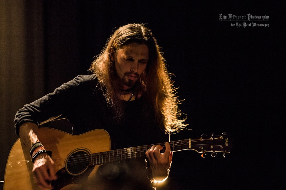 The setting for the show was very intimate - only 100 people fit into the venue. (Photo by Eija Mäkivuoti)