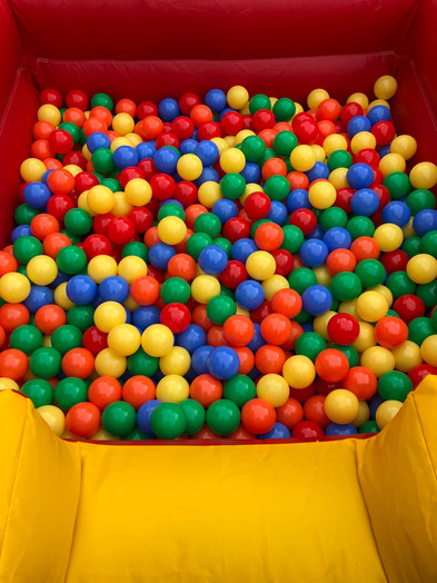 Multi Colour Ball Pool With Air Jugglers