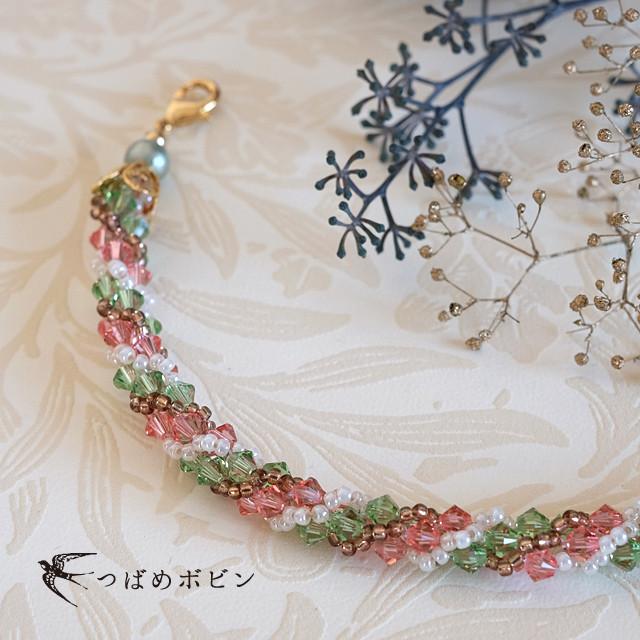 スワロフスキー・クリスタルで桜の色を表現した、ジュエリークロッシェの羽織紐。