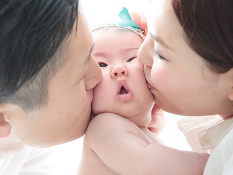 ナチュラルな家族写真とかっちりとした家族写真