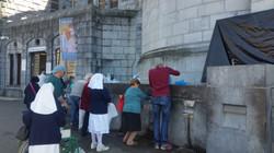 Aux fontaines de la grotte, Lourdes