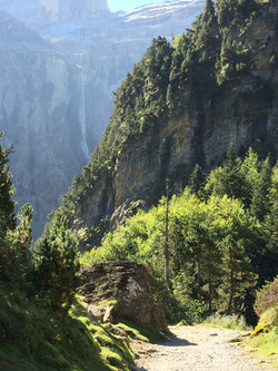 ガヴァルニー滝までの山道
