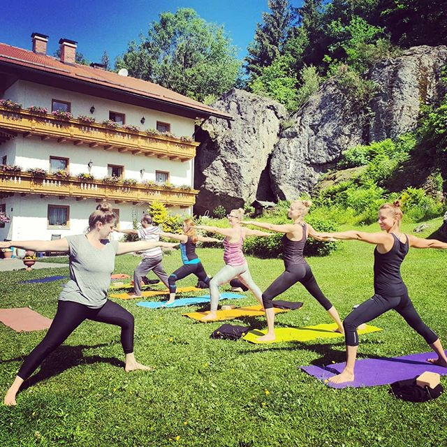 💖Happy International Yoga Day!!🙏🌏_•_•_•_#internationalyogaday #instayogis #namaste #yoga #yogi #outdooryoga #yogaforlife #wandern #hiking #n