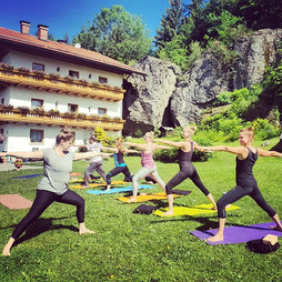 💖Happy International Yoga Day!!🙏🌏_•_•_•_#internationalyogaday #instayogis #namaste #yoga #yogi #outdooryoga #yogaforlife #wandern #hiking #n