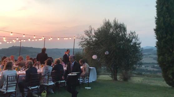 Bröllopsmiddag i solnedgången