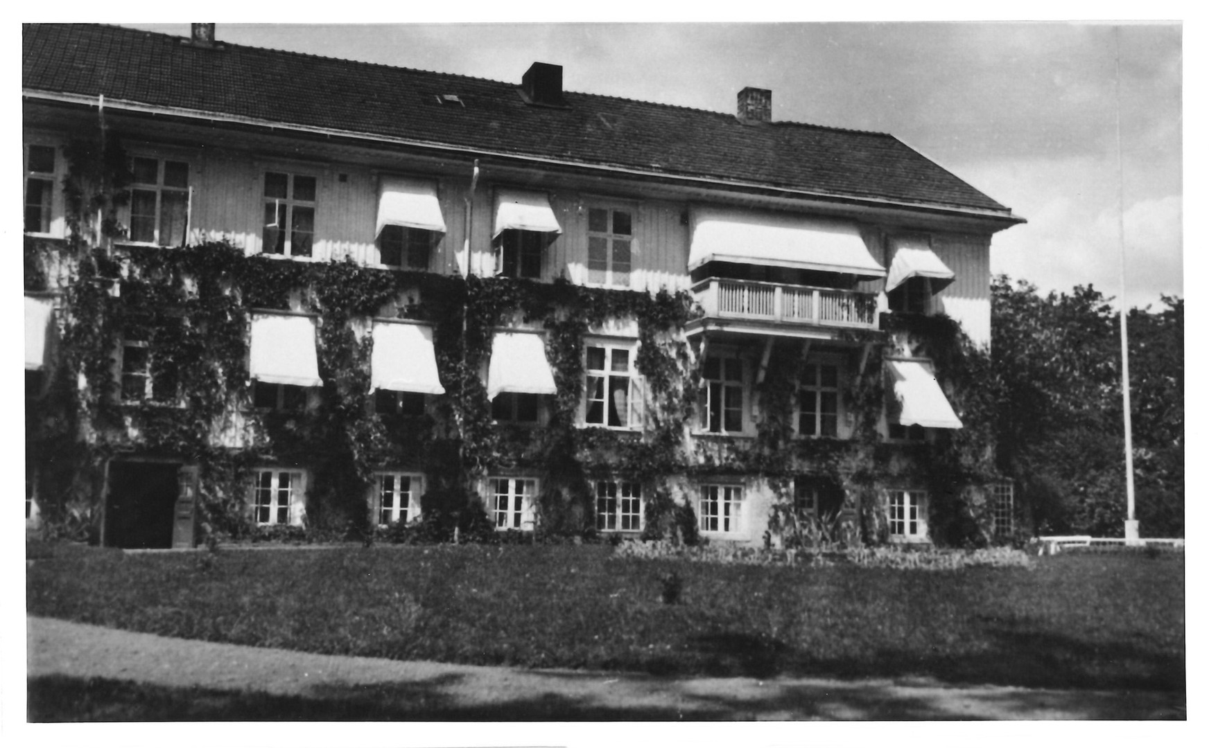 Disponentbostadens baksida Sommartid 1920-tal