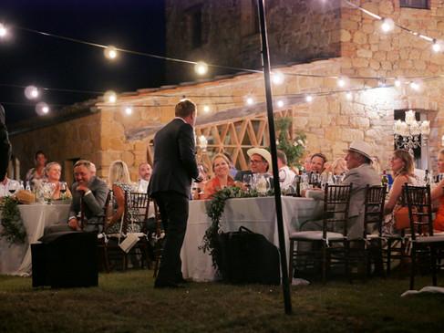 Bröllopstal under stjärnhimmelen