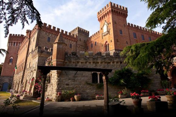 Slottet med sina tinar och torn