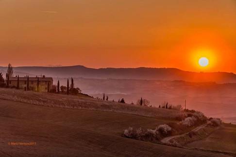 Solnedgång över villan
