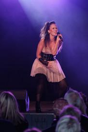 Helena rockar Showgruppen GRACE