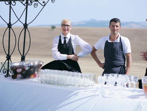 Dryckesbordet med några av våra fantastiska servitörer