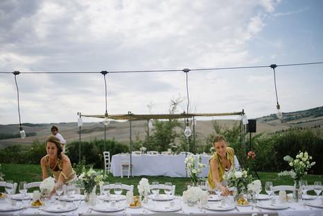Förberedelser bröllopsdukning