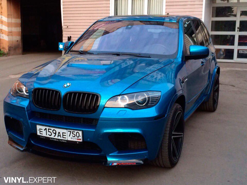 BMW X5: оклейка хромированной плёнкой