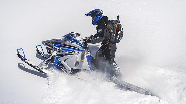 2022-Yamaha-MNTN-MAX-800-EU-Metallic_Sil