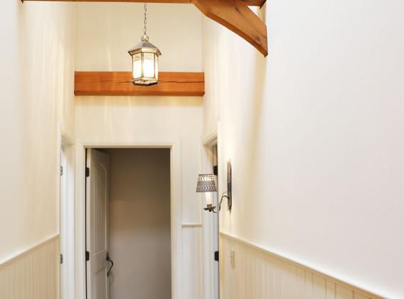 hallway to  master.jpg