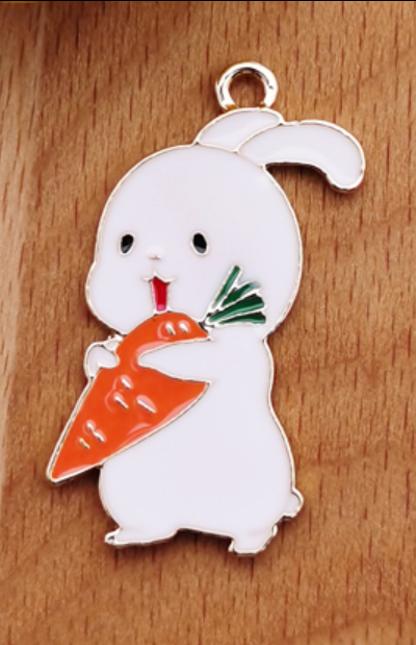 Carrot Rabbit   18 x 33 mm (L)