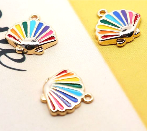 Rainbow Seashell   11 x 10 mm (S)