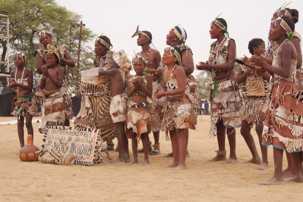 Abas //Koab Cultural Group (photo: Angela Impey 05/1116)